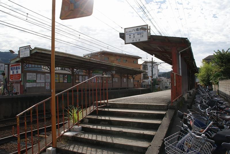 住宅街のなかにあるのが八幡前駅です。 北には駅名の由来になっている三宅... 岩倉、八幡前エリア